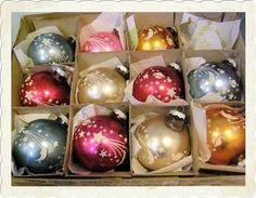 I have so many vintage Shiny Brite ornaments. There's nothing like them. Shiny Brite Ornament 11 in original box 1950 SugarPopVintage