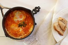 Cozinhadaduxa: Sopa de Tomate com Ovo Escalfado Cornbread, Eat, Ethnic Recipes, Food, Ribs, Holiday Recipes, New Kitchen, Tomato Soup Recipes, Chowders