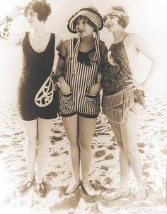 Mack Sennett Bathing Beauties, ca. Mack Sennett Bathing Beauties, ca. 20s Fashion, Fashion History, Vintage Fashion, Beach Fashion, Vintage Bathing Suits, Vintage Swimsuits, Festival Biarritz, Fotografia Retro, Style Année 20