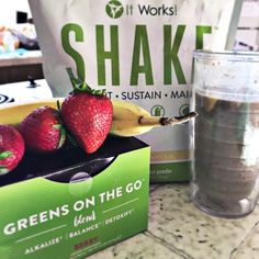 Breakfast shake Meal replacement  Healthy choices Healthy eating Lifestyle Strawberries  Bananas It Works shake