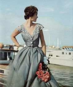 """Vintage Dresses yesterdaysprint: """"Britannia and Eve, England, August 1953 """" - Vintage Outfits, Vintage 1950s Dresses, Retro Dress, Vintage Clothing, Vintage Glamour, Vintage Beauty, 1950s Style, Estilo Cool, Fifties Fashion"""
