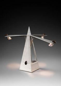 """Rare lampe """"Métronome"""" par Yonel Lebovici, vers 1984. Rare """"Metronome"""" lamp by Yonel Lebovici, circa 1984."""