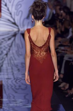 Valentino--ohhhhh lovely...wonder what he did with the front?