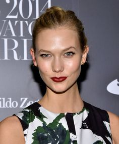 Pin for Later: Steal Karlie Kloss's Trick to Look Like a Model For Date Night Karlie Kloss At the WSJ Magazine Innovator of the Year Awards, Karlie kept her beauty look simple and chic with glowing skin and a vampy cranberry lip.