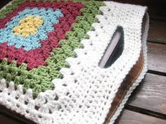 crocheted granny square laptop tote bag (I like the reinforced handle!) crocheted granny square laptop tote bag (I like the reinforced handle! Crochet Tote, Crochet Handbags, Crochet Purses, Love Crochet, Crochet Crafts, Crochet Projects, Knit Crochet, Double Crochet, Granny Square Bag