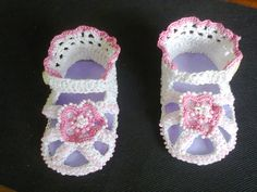МК Как связать детские босоножки крючком ч.1. MK How to link children's ... Crochet Baby Sandals, Crochet Boots, Baby Girl Crochet, Crochet For Kids, Knitting Socks, Baby Knitting, Baby Boots, Crochet Videos, Sock Shoes