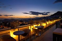 Great places to enjoy a coffee or an evening out in the Greek capital are the many roof garden bars in Athens, scattered around the city. Athens Beach, Athens Greece, Mykonos Greece, Crete Greece, Greece Food, Santorini, Athens Nightlife, Athens Restaurants, Best Rooftop Bars