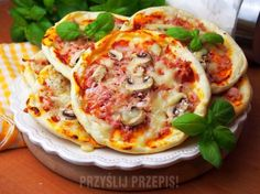 Szybkie pizzerinki (z ciasta bez wyrastania) Joy Of Cooking, Cooking 101, Cooking Recipes, Good Food, Yummy Food, Small Meals, Party Snacks, Vegetable Pizza, Kids Meals