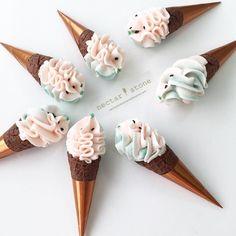 Continuing the watermelon conversation in icecream cake form ☀ Ice Cream Theme, Ice Cream Pops, Creative Desserts, Cute Desserts, Sorbet, Cake Pops, Nectar And Stone, Buttercream Cake Designs, Idee Baby Shower