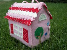 inkspired musings: Fanciful Homes and their Paper Dolls Fabric Toys, Fabric Houses, Felt Fabric, Fabric Art, Fabric Crafts, Felt Crafts, Diy And Crafts, Crafts For Kids, Arts And Crafts