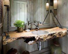 Rustic Industrial Bathroom. Me gustaron las cadenas y el tronco, si pones cadenas no puede ser lavamanos salido.