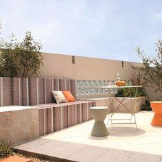 POPな#モザイクタイル のベンチ。都会のリゾートな#お庭 。#ザシーズン #ベンチ #ガーデン #ガーデンデザイン #緑のある暮らし #テラス #ザシーズン吉祥寺 #若林孝行 #photo #love #garden #gardendesign #terrace  #theseason #緑