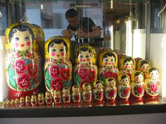 matrioska o muñeca rusa (ruso: Матрёшка /mʌˈtrʲoʂkə/)
