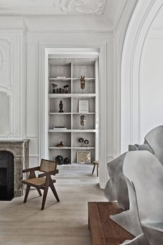 Olivier Dwek has a minimally dramatic design sense that creates stunning interiors. I like the older architecture made modern by using a monochromatic