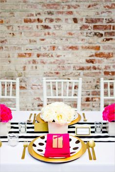 gold and black wedding decor ideas #blackandgoldwedding #modernwedding #weddingchicks http://www.weddingchicks.com/2013/12/31/black-and-gold-wedding-ideas/