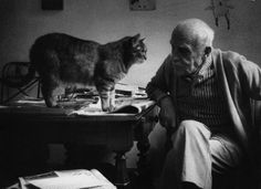 Alberto Giacometti et l'un de ses chats