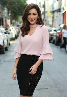 Women is very concerned about fashion. They will pay more money to be fashionable and stylish everyday. Not only their daily outfits for casual look, but they even pay more attention to their work. Classy Work Outfits, Office Outfits, Chic Outfits, Office Attire, Amazing Outfits, Business Attire, Business Casual, Business Women, Work Attire