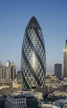 El Gherkin  Es un edificio moderno de oficinas situado en London. Fue construido en 2003.