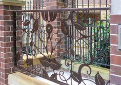Barandal para exteriores con diseño de hojas