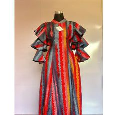 African Lace Dresses, African Dresses For Women, African Fashion Ankara, African Wear, Ankara Skirt And Blouse, Work Dresses, Wedding Dress Sleeves, African Design, African Prints