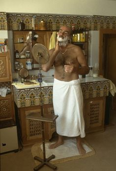 Sean Connery lathering up