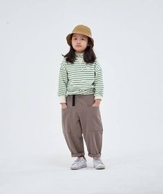 Unisex casual look from Kurenard is back with its Spring 2020 collection! Fashion Kids, Korean Fashion, 4 Kids, Children, Korean Babies, January 21, Spring Looks, Korean Style, Pose Reference