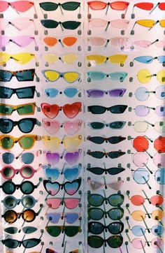 """A VSCO lady is someone whose way of life matches the looks of the VSCO app. Merriam-Webster defines the """"VSCO woman"""" as . Hipster Kunst, Lunette Style, Cute Sunglasses, Sunnies, Vintage Sunglasses, Cat Eye Sunglasses, 80s Aesthetic, Aesthetic Vintage, Fitness Aesthetic"""