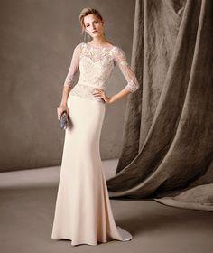 Imagen 81 Carmina: Elegante vestido largo con mangas tres cuartos de estilo sirena. Precio desde 890 euros | HISPABODAS