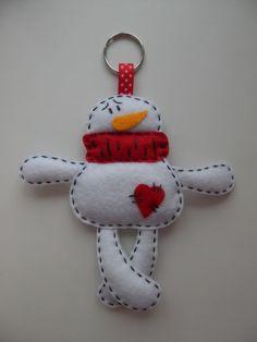 Felt snowman would make a cute ornament or key chain. Felt Christmas Decorations, Christmas Ornament Crafts, Christmas Sewing, Xmas Crafts, Christmas Projects, Felt Crafts, Christmas Crafts, Handmade Ornaments, Felt Ornaments