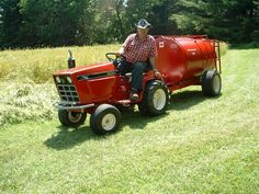 Pretty cool Lawn Tractors, Small Tractors, Tractor Mower, Compact Tractors, Old Tractors, John Deere Tractors, Compact Tractor Attachments, Garden Tractor Attachments, Homemade Machine