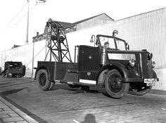 Opel Blitz kraanwagen van de Maastunnel.. Foto. van 't Hof. 1946.