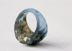 mariner blue size 6.5 round faceted eco resin cocktail ring featuring gold leaf flakes