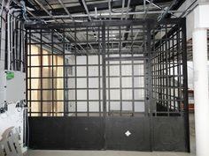 Mamparas en vidrio repartido | Artesania y Diseño Inside Doors, Villa, Barbacoa, Inspired Homes, Valencia, Garage, Deck, Home Appliances, Patio