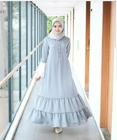 Hijab Fashion Abaya Fashion, Modest Fashion, Fashion Dresses, Simple Long Dress, Muslim Long Dress, Moslem Fashion, Modele Hijab, Moda Emo, Western Dresses