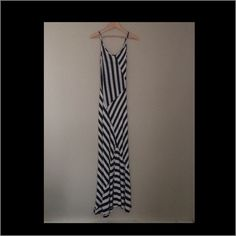 Comfy~stretchy~stylish maxi dress Form fitting and classy. Please note a small black thread barely visible on the back of the bottom~You will be amazed how good you look in this Monteau Dresses Maxi