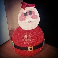 Lavoretto con bicchieri di plastica: Babbo Natale