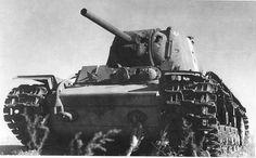 Destroyed heavy tank KV-1 with ZiS-5 gun kal. 76,2 mm / Zniszczony czołg ciężki KW-1 z armatą ZiS-5 kal. 76,2 mm