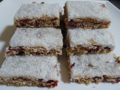 Cranberry Weetbix Slice Here's another weetbix slice that is perfect for lunch boxes! It has been a hit in our house this week, hopefully it will be in yours too! This is not a sweet slice, t… Healthy Treats For Kids, Healthy Snacks, Chocolate Weetbix Slice, Cookie Icing, Just Desserts, Sweet Tooth, Cooking, Recipes, Food