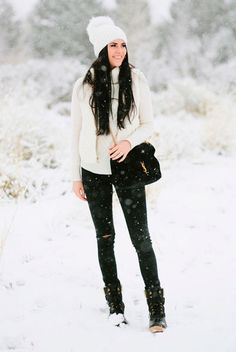 Snow Outfit Ideas Pictures 5 stylish snow outfit ideas be daze live Snow Outfit Ideas. Here is Snow Outfit Ideas Pictures for you. Snow Outfit Ideas outfit ideas to stay warm during a winter pregnancy. Casual Winter Outfits, Cold Weather Outfits, Snow Boots Outfit, Snow Day Outfit, Outfit Winter, White Snow Boots, White Puffer Vest, Outfit Invierno, One Step