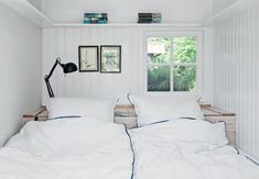 Charming built-in bed Caravan Decor, Inglenook Fireplace, Summer Deco, Built In Bed, Living Room White, Beach House Decor, Home Decor, Cottage Interiors, Cottage Bedrooms