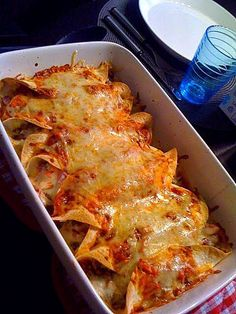 Suosikki: Enchilladat Pork Recipes, Snack Recipes, Cooking Recipes, Recipies, Food N, Food And Drink, Salty Foods, Food Tasting, Everyday Food