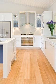 Bright, open kitchen renovation with lots of space Kitchen Layout, Kitchen Design, Extreme Makeover, Slate Flooring, Splashback, Solid Surface, Open Kitchen, Brick Wall, Storage Solutions