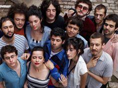 No Dia dos Namorados, quarta, 12, a Trupe Chá de Boldo sobe ao palco da Serralheria, e lança novo vídeo clipe.