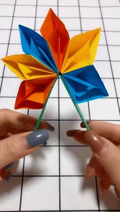 DIY handmade origami crafts fan DIY Origami Gifts & DecorationMaster the basics of Origami while giving them purpose Instruções Origami, Paper Crafts Origami, Origami Flowers, Diy Paper, Paper Crafting, Rainbow Origami, Origami Videos, Origami Boxes, Dollar Origami