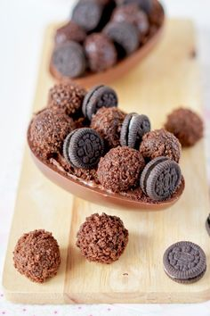 Discover recipes, home ideas, style inspiration and other ideas to try. Chocolate World, Chocolate Lovers, Easter Chocolate, Chocolate Desserts, Delicious Desserts, Yummy Food, Pie Tops, Sweet Box, Oreo