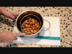 Procedimento per ottenere la farina dalle castagne, da utilizzare per preparare gnocchi, torte e altre pietanze nelle quali la purea di castagne non è adatta...
