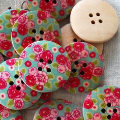 10 Retro Floral Wood Button Pink Rose Daisy Wild Flower