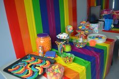 USE PLASTIC TABLE CLOTHES  Rainbow decor & food