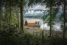 Beautiful boathouse on the shore of Derwentwater, one of the most idyllic spots in the Lake District, perfect for a romantic escape. Log Cabins Uk, Waterfall Shower, Romantic Escapes, One Bedroom Apartment, Lake District, Staycation, Devon, Boathouse, Architecture