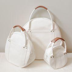 Round tote bag S size of Kurashiki canvas maru tote / My Bags, Purses And Bags, Round Bag, Denim Bag, Fabric Bags, Cotton Bag, Cloth Bags, Handmade Bags, Backpack Bags